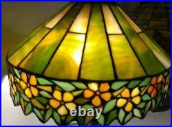 UNIQUE ARTS leaded glass lamp HANDEL TIFFANY arts crafts era slag Mission Deco